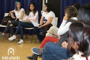 No centro da imagem, Joanna apresenta a plataforma de marketplace Bab Sharki em evento (Foto: Divulgação)